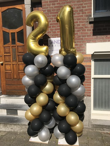 Ballonpilaar Breed Met Folieballon Cijfer 21 Tandzorg Kralingen Rotterdam