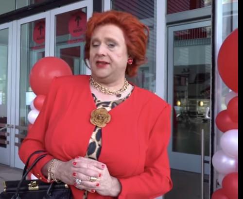 Ballonpilaar Breed Rond Nieuwe Luxor Theater Jopie Parlevliet En Joke Bruijs Steunen Luxor Theater En Voedsebank Met De Borrelbox Rotterdam