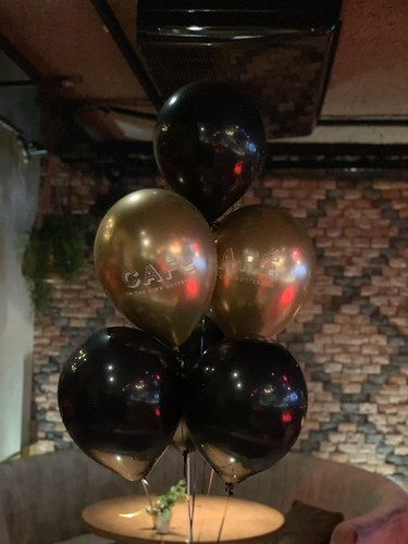 Tafeldecoratie 6ballonnen Bedrukt Cafe In The City Rotterdam