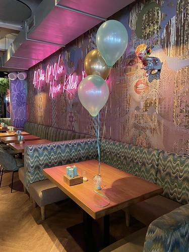 Tafeldecoratie 3ballonnen Wijnbar 1nul8 Rotterdam