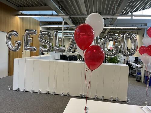 Tafeldecoratie 4ballonnen Folieballon Letters Geslaagd Hoge School Rochussenstraat Rotterdam