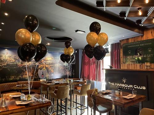 Tafeldecoratie 6ballonnen The Harbour Club Rotterdam